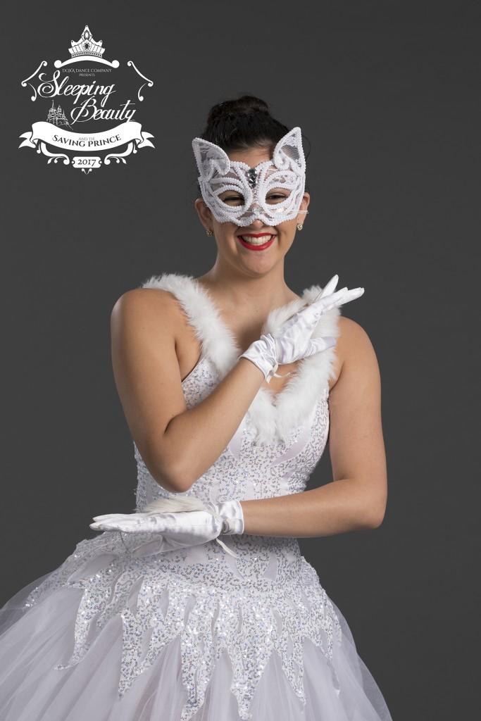 white-cat-img1